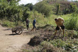 Volunteers-Keir-and-Tracey-hard-at-work